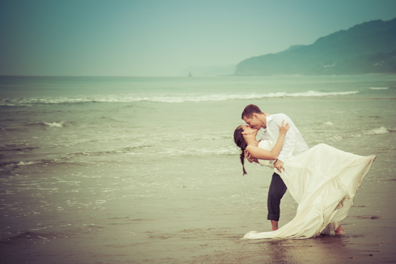 Peurto Vallarta, Mexico, Trash the Dress, kissing in the rain