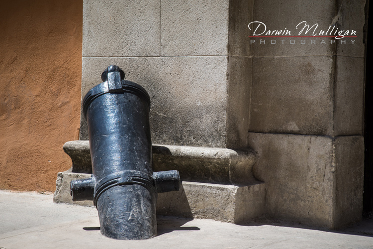 Havana-Cuba-Cannon-buried-in-the-Street