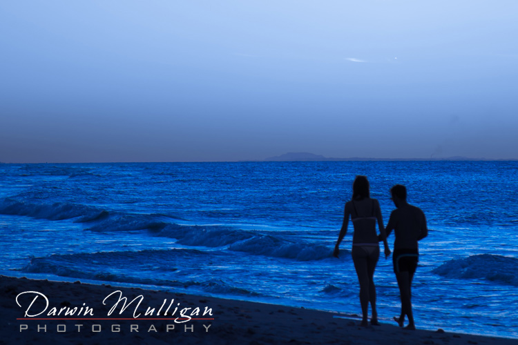 Silhouette-of-couple-walking-on-the-beach-Varadero-Cuba