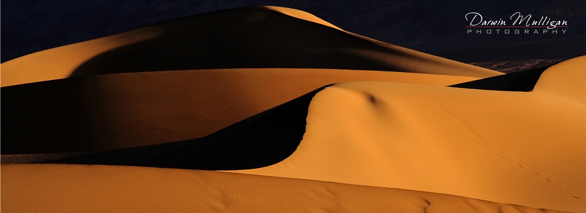 Sunset-on-Sand-Dunes-near-Stovepipe-Wells-Death-Valley-National-Park-California