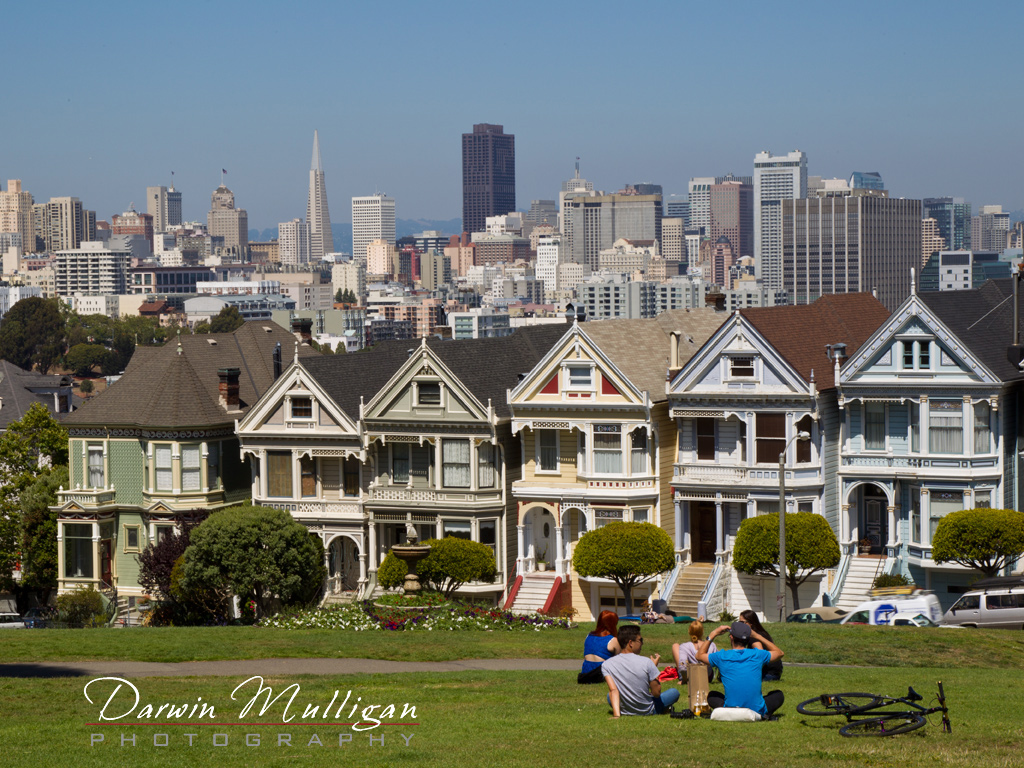 Victorian-Style-Houses-with-downtown-San-Francisco-in-background-California