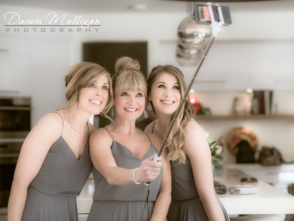 Edmonton-wedding-photographer-selfie-bridesmaids
